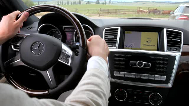 Autoblog Short Cuts: 2012 Mercedes-Benz M-Class